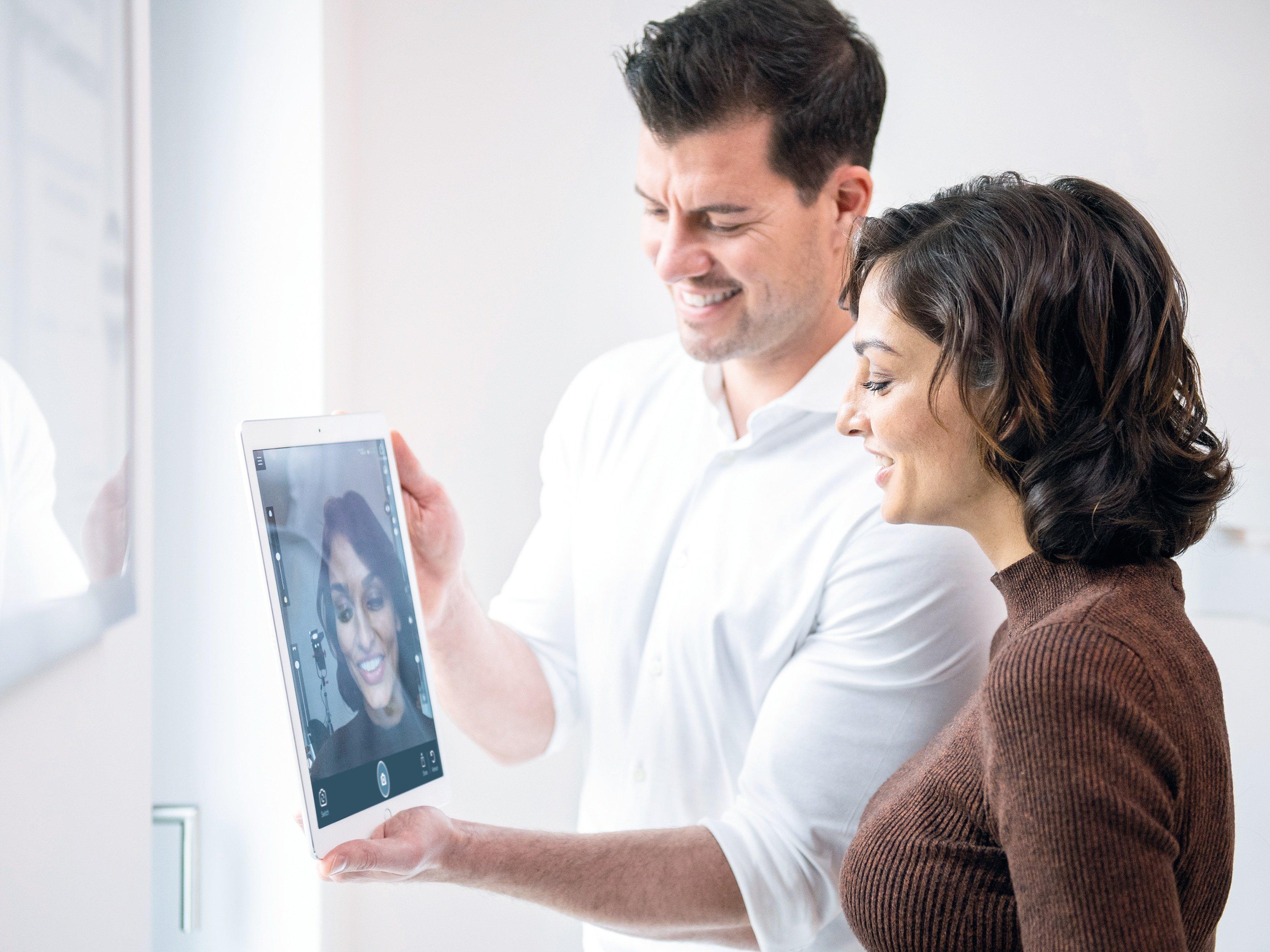 IvoSmile App aide les dentistes et les prothésistes à imaginer ensemble le nouveau sourire de leur patient